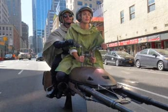 speeder bike dans les rues de New York