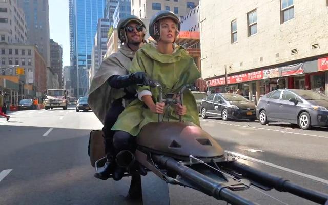 speeder bike dans les rues de New York