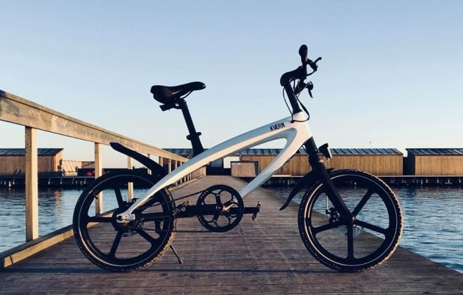 un vélo à assistance électrique dont la batterie se recharge à l'énergie solaire