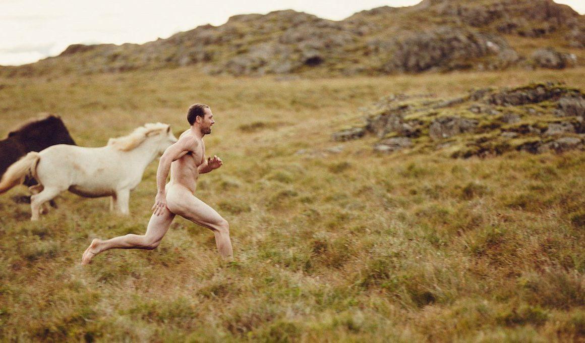 Un an de prison pour avoir couru tout nu en montagne avec des chevaux