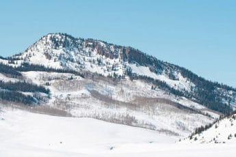 montagne enneigée sans remontée mécaniques