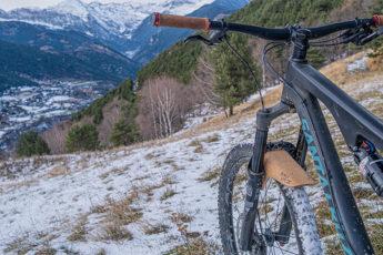 un garde boue écologique en liège dans les Pyrénées